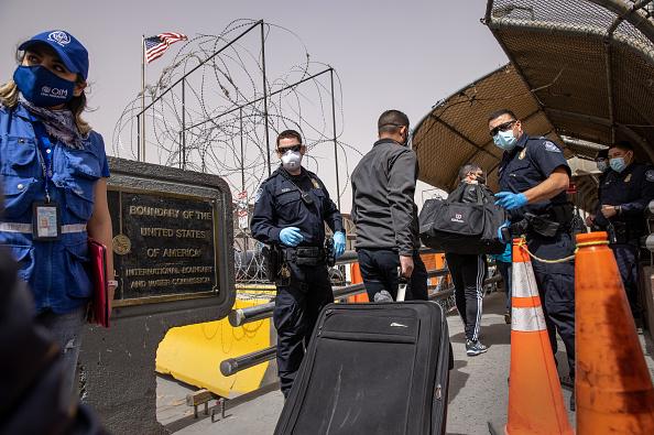 Mexico「Migrants Cross From Mexico Into U.S. Near Ciudad Juarez」:写真・画像(10)[壁紙.com]