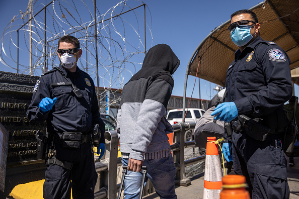 Mexico「Migrants Cross From Mexico Into U.S. Near Ciudad Juarez」:写真・画像(4)[壁紙.com]