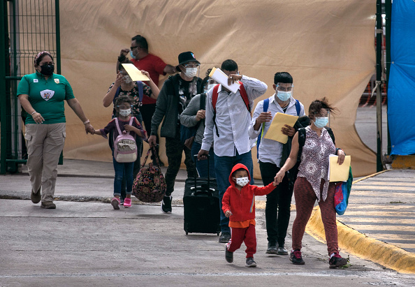 """Immigrant「Asylum Seekers Cross Into U.S. In Reversal Of Trump's """"Remain In Mexico"""" Policy」:写真・画像(9)[壁紙.com]"""