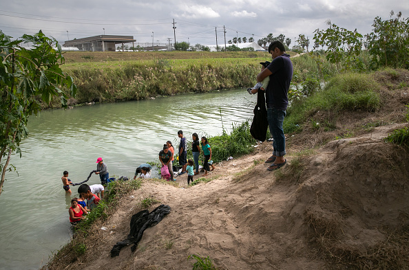 """Mexico「Asylum Seekers Fill Tent Camps As Part Of U.S. """"Remain In Mexico"""" Policy」:写真・画像(1)[壁紙.com]"""
