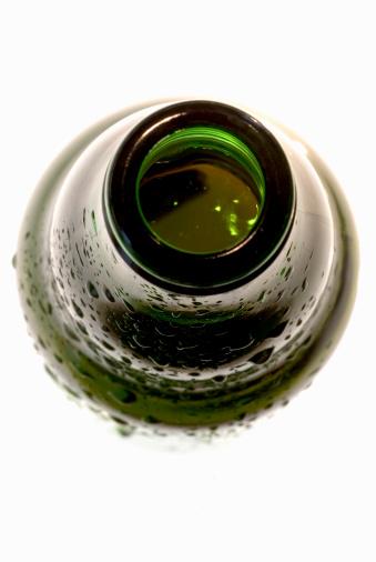 Cool Attitude「Open top of beer bottle, close up」:スマホ壁紙(13)