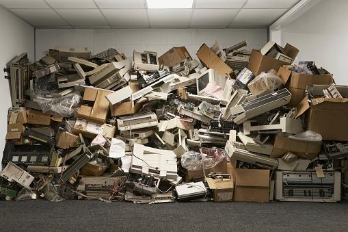 Abundance「Discarded computer hardware」:スマホ壁紙(0)