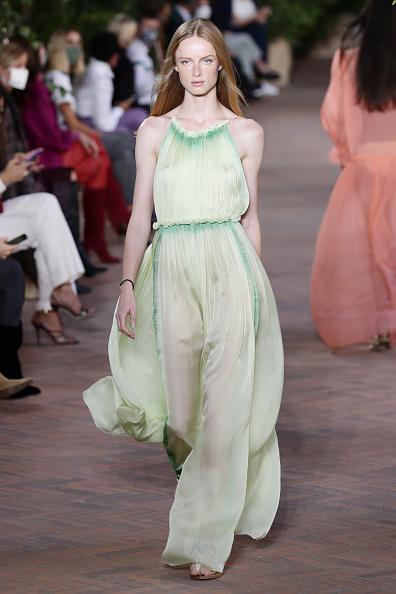 Catwalk - Stage「Alberta Ferretti - Runway - Milan Fashion Week Spring/Summer 2021」:写真・画像(10)[壁紙.com]