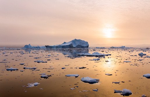 Antarctic Ocean「Iceberg near Greenland in the sunset」:スマホ壁紙(14)