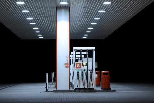 Garage「Illuminated petrol station, night」:スマホ壁紙(6)