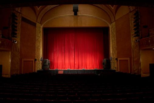 Curtain「Illuminated empty theatre and stage」:スマホ壁紙(10)