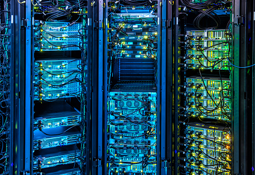 Data Center「Illuminated Server Room」:スマホ壁紙(6)