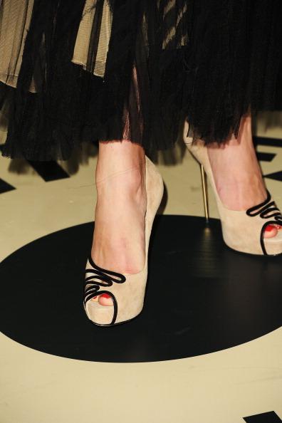 Emily VanCamp「2012 Vanity Fair Oscar Party Hosted By Graydon Carter - Arrivals」:写真・画像(0)[壁紙.com]