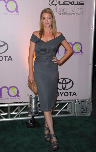 Emily VanCamp「2009 Environmental Media Awards - Arrivals」:写真・画像(9)[壁紙.com]