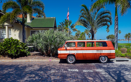 Van - Vehicle「Old Southeast Neighborhood, Saint Petersburg, Florida」:スマホ壁紙(9)