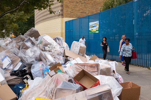 Street「Cardboard Garbage」:写真・画像(0)[壁紙.com]
