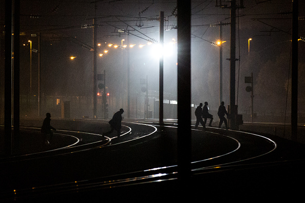 Calais「Calais Migrants Attempt To Find A Way To Reach The UK」:写真・画像(15)[壁紙.com]