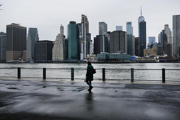 ニューヨーク市「Coronavirus Pandemic Causes Climate Of Anxiety And Changing Routines In America」:写真・画像(16)[壁紙.com]
