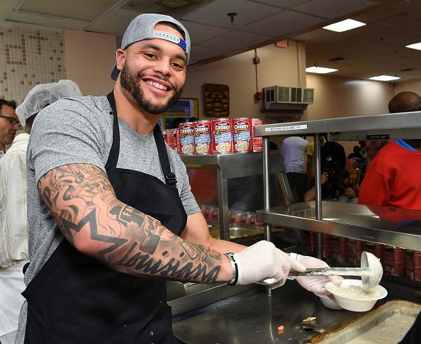 ダラスカウボーイズ「Dallas Cowboys' Dak Prescott & Campbell's Chunky Soup Donate 100,000 Bowls Of Soup To Miami Homeless Shelter」:写真・画像(14)[壁紙.com]