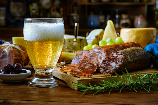 Appetizer「Tapas of cheese, cured ham, salami, beer and chorizo on a rustic wooden table」:スマホ壁紙(5)