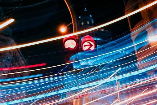 Traffic Arrow Sign「Traffic lights at luminous night in Madrid city, long exposure」:スマホ壁紙(3)