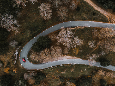 Hairpin Curve「Countryside road in autumn as seen from above」:スマホ壁紙(4)