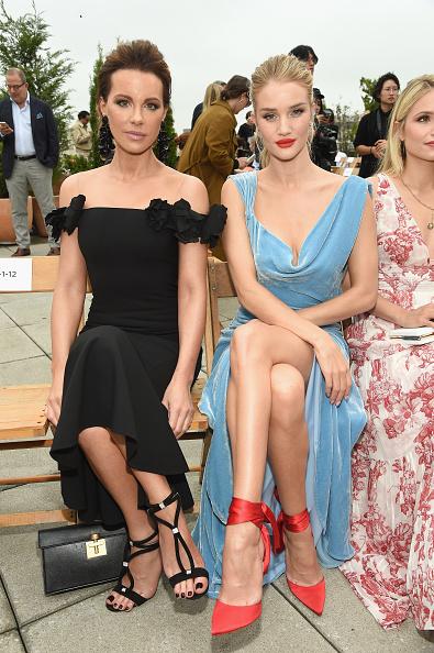 Rosie Huntington-Whiteley「Oscar De La Renta - Front Row - September 2018 - New York Fashion Week: The Shows」:写真・画像(2)[壁紙.com]