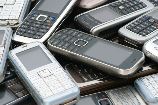 Electronics Industry「Old used cellphones pile as background」:スマホ壁紙(9)