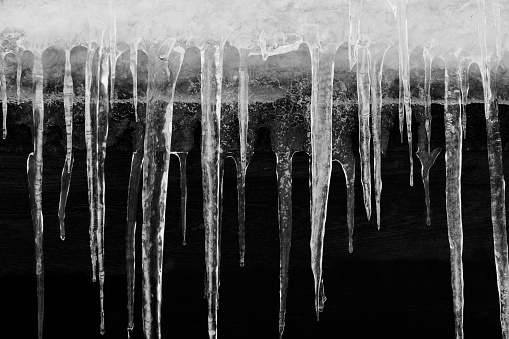 Stalactite「Close-up of stalactites hanging from a rooftop in winter」:スマホ壁紙(8)