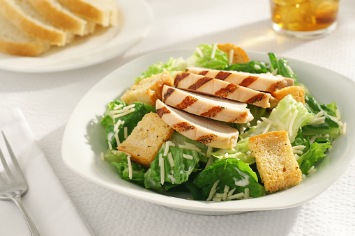 Chicken Meat「A close-up of a grilled chicken Caesar salad for lunch」:スマホ壁紙(14)