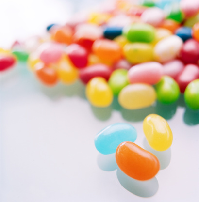 Gummi candy「Close-up of three jelly beans in front of large group of jelly beans」:スマホ壁紙(15)