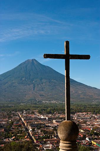 アグア火山「Antigua and Agua Volcano from Cerro de la Cruz in Guatemala」:スマホ壁紙(10)