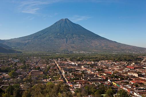 アグア火山「Antigua and Agua Volcano from Cerro de la Cruz in Guatemala」:スマホ壁紙(9)