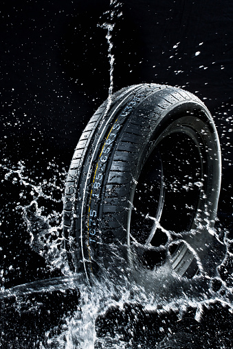 Automobile Industry「Car tyre in wetness」:スマホ壁紙(15)