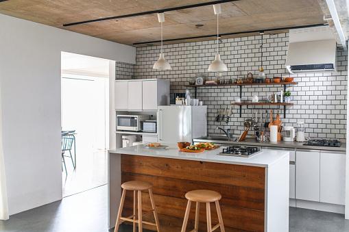Kitchen Island「Modern Japanese Home Kitchen with Prepared Lunch on Counter」:スマホ壁紙(17)