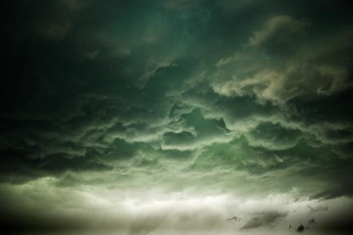 Meteorology「Gloomy storm clouds rolling in」:スマホ壁紙(4)