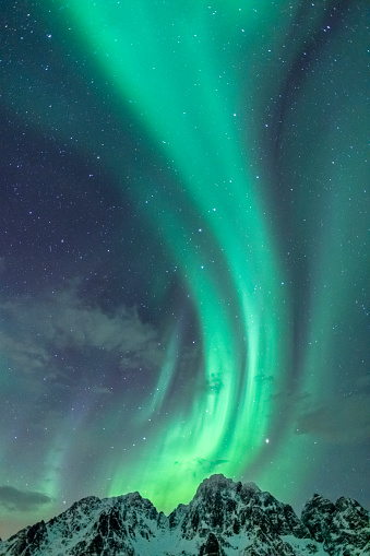 Geomagnetic Storm「Northern Lights background image with mountain peaks and Aurora」:スマホ壁紙(4)