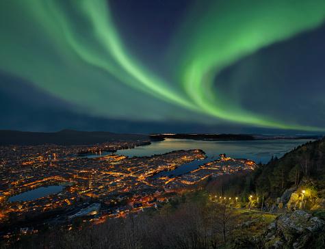 Geomagnetic Storm「Northern lights - Aurora borealis over harbor of Bergen City, Norway」:スマホ壁紙(13)