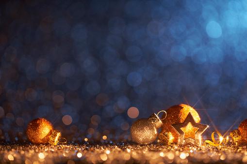 Christmas「Sparkling Golden Christmas Ornaments - Decoration Defocused Bokeh Background」:スマホ壁紙(2)