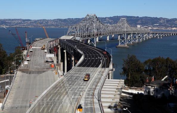 San Francisco-Oakland Bay Bridge「Fallen Debris Forces Closure Of Bay Bridge」:写真・画像(5)[壁紙.com]