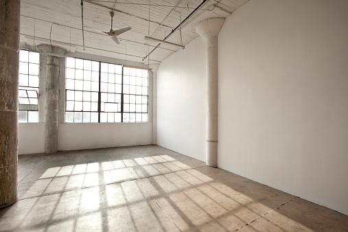 Loft Apartment「Window shadows in empty loft」:スマホ壁紙(2)