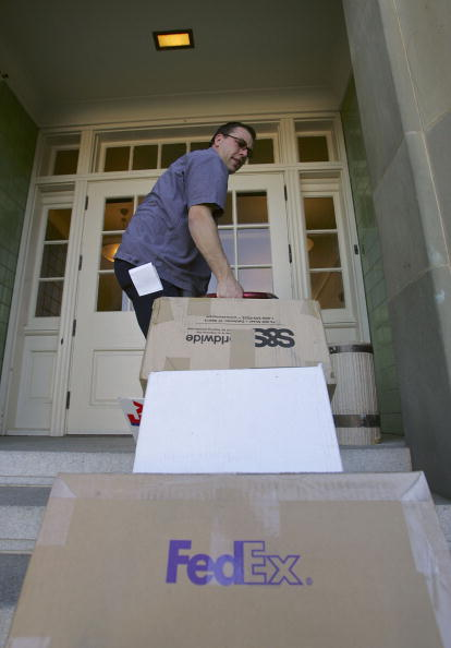 Box - Container「FedEx Delivers Packages As Holiday Shopping Season Continues」:写真・画像(18)[壁紙.com]