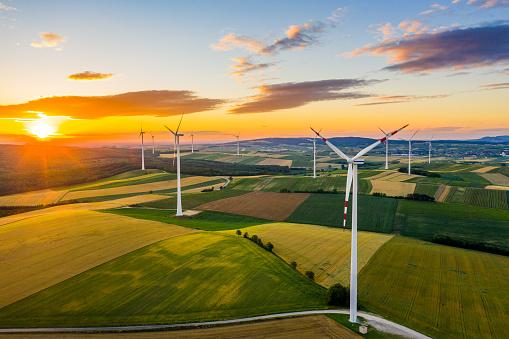 Environmental Issues「Wind power plant at sunrise」:スマホ壁紙(4)