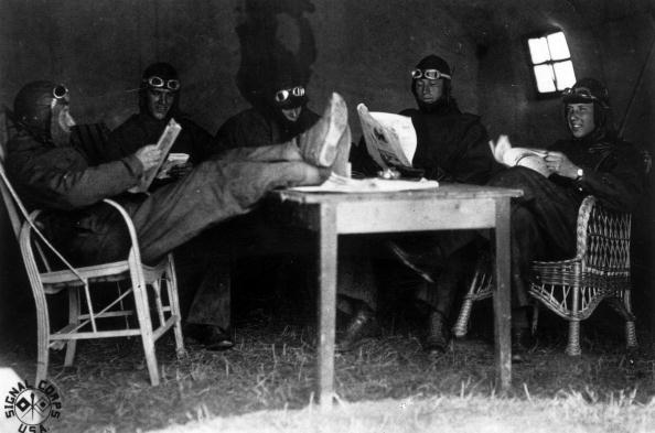 Air Force「Pilots Relaxing」:写真・画像(0)[壁紙.com]
