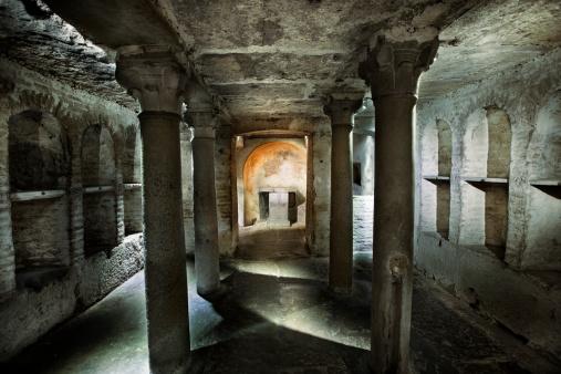 Ancient「Roman Catacomb Tomb」:スマホ壁紙(15)