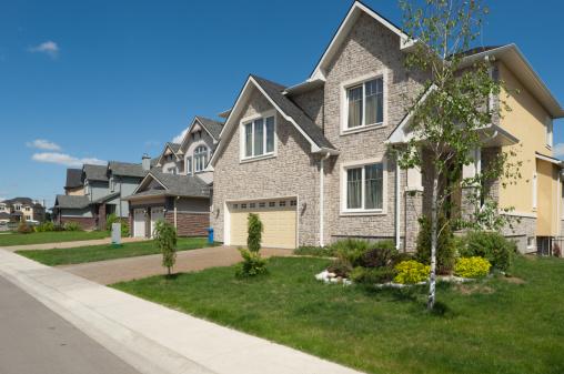 Housing Development「Brand new suburban house in sunny summer afternoon.」:スマホ壁紙(10)