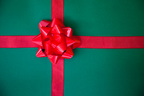 Celebration「wrapped gift with a red bow」:スマホ壁紙(8)