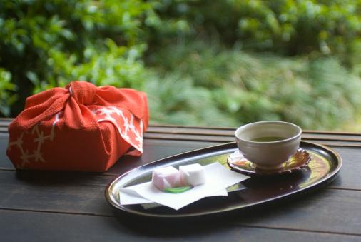 Wagashi「Wrapped gift and tea cup on veranda」:スマホ壁紙(4)