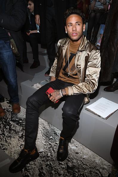 Neymar da Silva「Louis Vuitton : Front Row - Paris Fashion Week - Menswear F/W 2018-2019」:写真・画像(19)[壁紙.com]