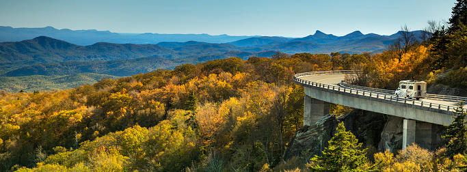 Mid-Atlantic - USA「Linn Cove Viaduct panorama on the Blue Ridge parkway in autumn」:スマホ壁紙(12)