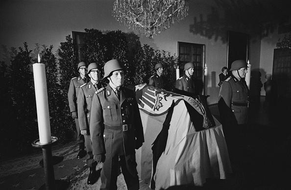 William Lovelace「Konrad Adenauer Lying In State」:写真・画像(18)[壁紙.com]