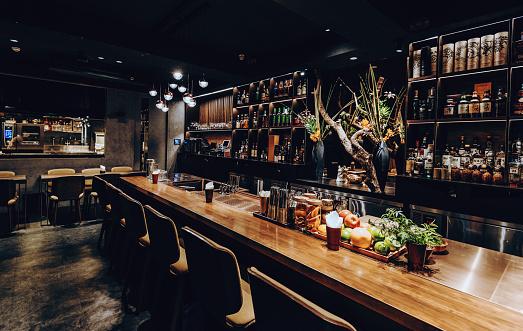Alcohol - Drink「Modern empty night bar, wide angle shot」:スマホ壁紙(6)