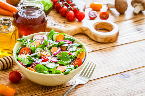Seed「Salad mix bowl shot on wooden picnic table」:スマホ壁紙(17)