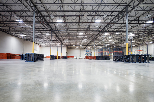 Industry「Infrastructure and lighting in empty warehouse」:スマホ壁紙(3)