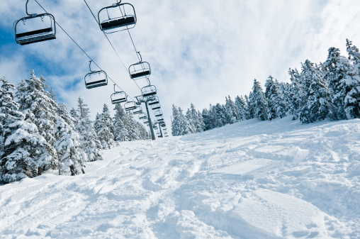 Ski Slope「Chair lift in Snowy Winter Landscape」:スマホ壁紙(7)